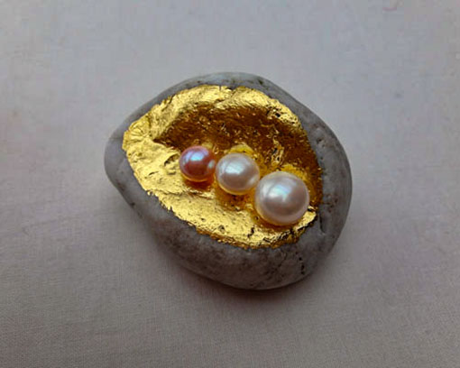 Natural stone with gold and freshwater pearls