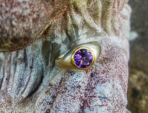 Ring aus Silber mit Amethyst in 750er Goldfassung