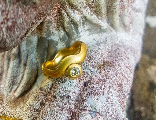 Ring aus 750er Gold mit braunem Brillanten